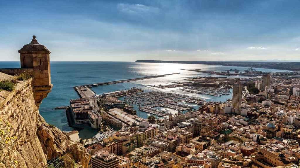 Panorámica del Puerto de Alicante.
