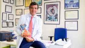 El cardiólogo José Luis Zamorano, en su despacho del Hospital Ramón y Cajal de Madrid.