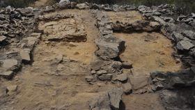 Imagen de las estancias excavadas en el yacimiento de Cáceres Viejo de Santa Marina.