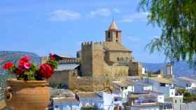 Vista del municipio de Iznájar (Córdoba), presidida por su castillo.