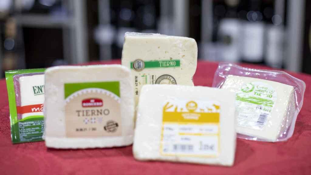 Los cinco quesos tiernos de los supermercados testados en la cata.