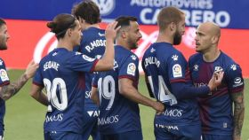 Los jugadores de Osasuna celebran el gol de Sandro