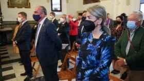 La alcaldesa de Toledo, Milagros Tolón, y el presidente de Castilla-La Mancha, Emiliano García-Page, han asistido este domingo a la misa en el Valle