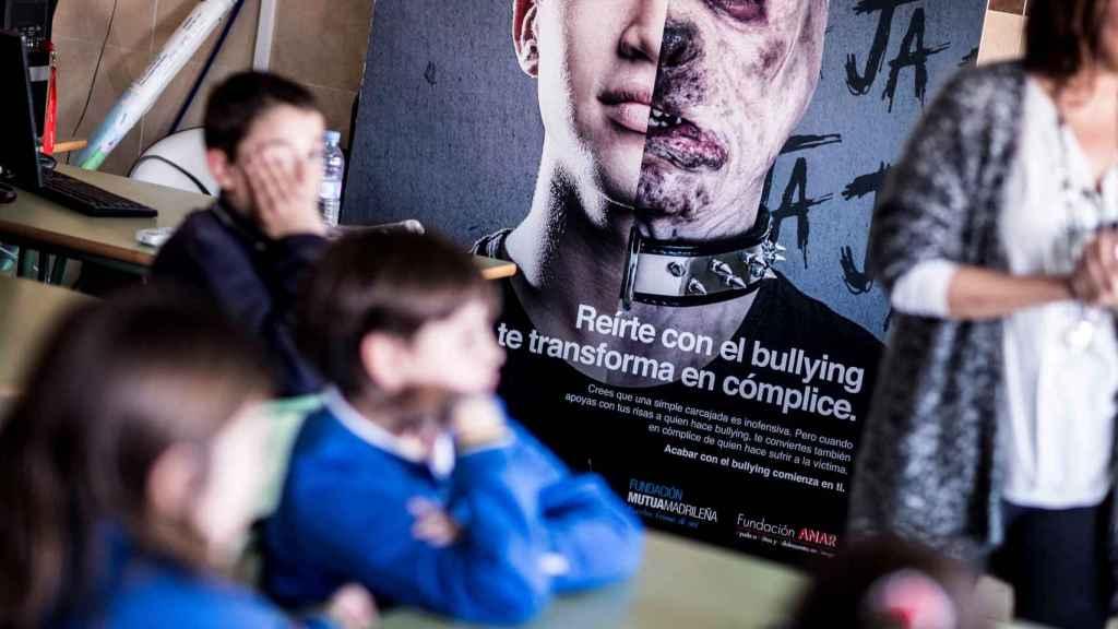 Los chicos y chicas tienen claro que para detener el acoso hay que unirse y decirle al agresor que pare (79,2%) o decírselo a un profesor o adulto (77,8%).