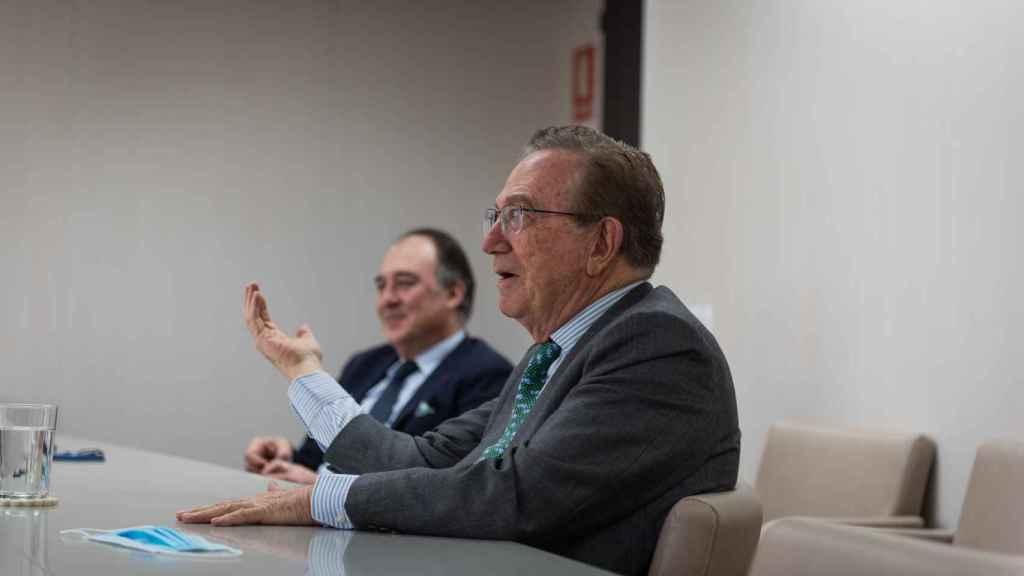José María Fernández Sousa Faro, presidente de PharmaMar, y Luis Mora, director general.  (Beatriz Donlo)