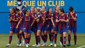 Las jugadoras del FC Barcelona Femenino celebran un gol ante el PSG