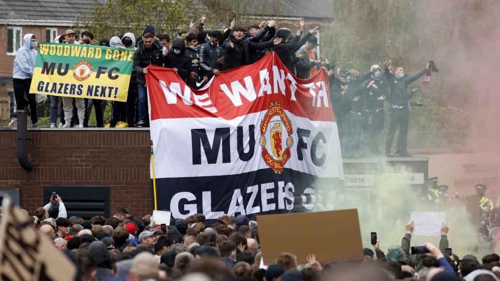 Las protestas de los hinchas del Manchester United contra la directiva
