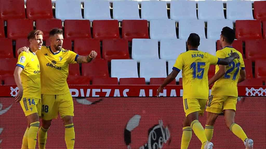 Los jugadores del Cádiz celebran la victoria contra el Granada