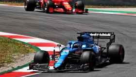 Fernando Alonso tras adelantar a Carlos Sainz en Portimao