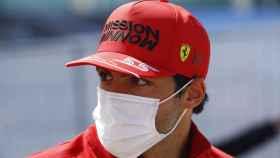 Carlos Sainz atiende a los medios en el GP de Portugal