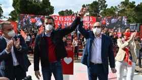 Pedro Sánchez y Ángel Gabilondo, en su último mitin de campaña.