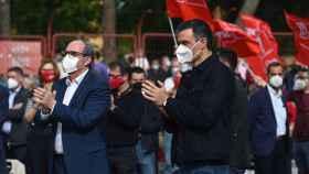 Pedro Sánchez y Ángel Gabilondo, en el mitin de cierre de campaña.