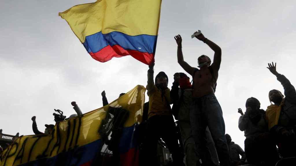 Manifestantes durante las protestas en Bogotá.