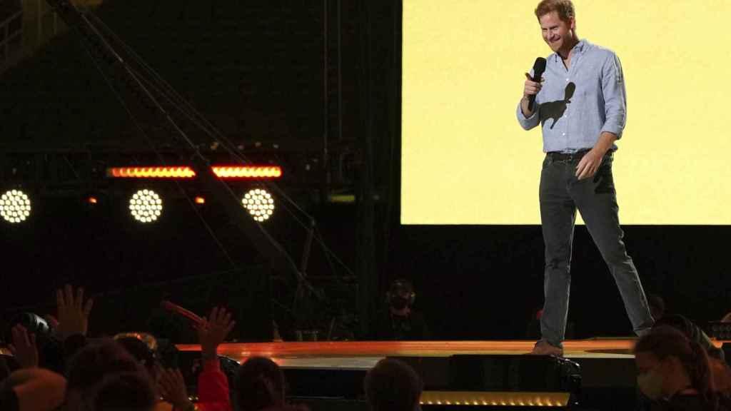 El príncipe Harry incluso se ruborizó al recibir tanto cariño por parte del público del concierto Vax Live.