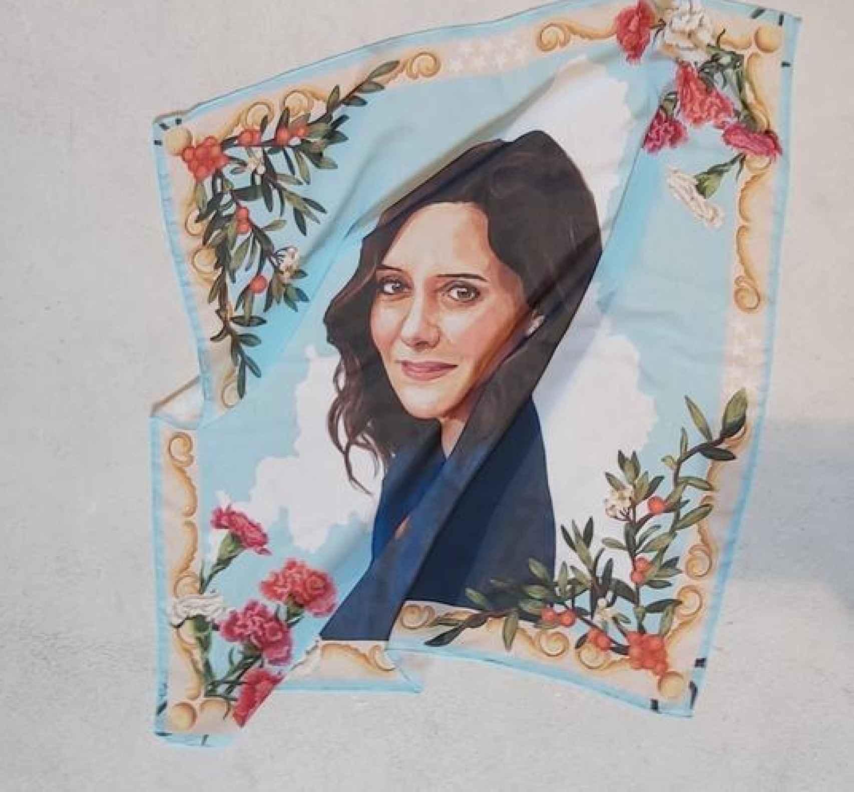 Pañuelo creado con motivo del Día de la Madre.