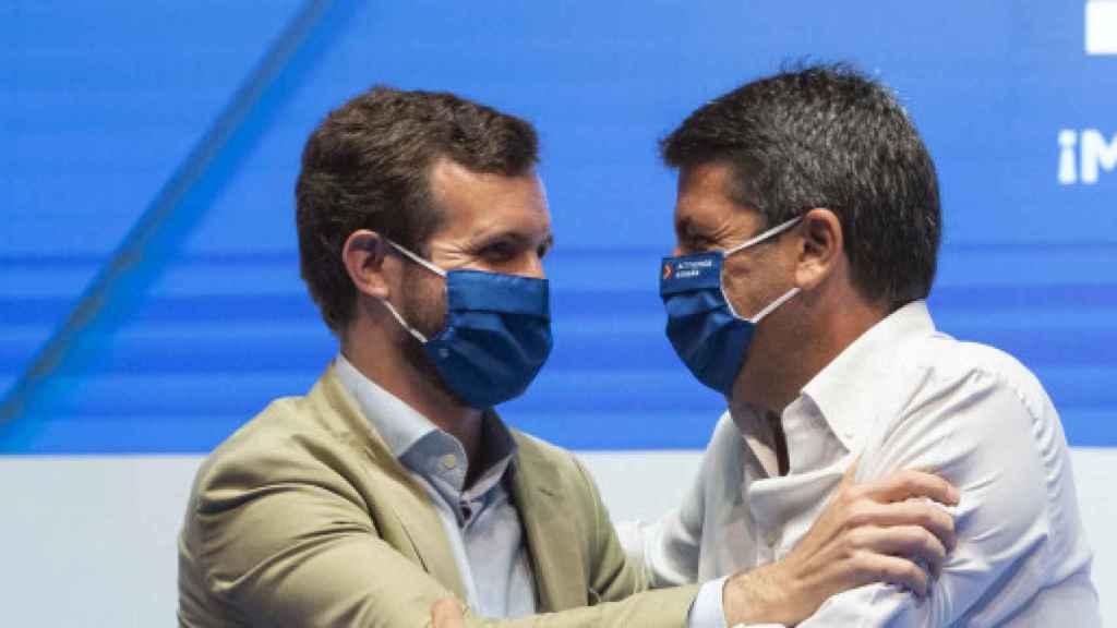 Pablo Casado y Carlos Mazón, en el congreso provincial del partido el pasado verano.