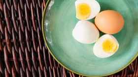 Varios huevos cocidos.