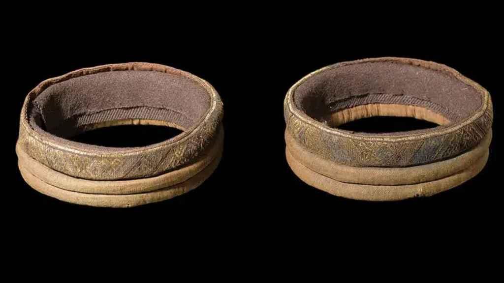 Muñequeras encontradas en un cementerio vikingo.