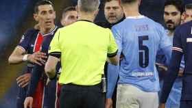 Di María y Pochettino protestan la roja al jugador ante Kuipers