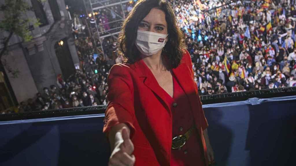 Isabel Díaz Ayuso celebra su victoria en las urnas el 4M.