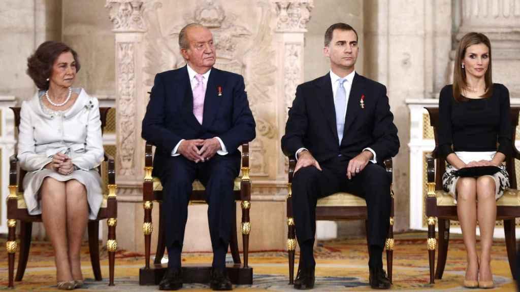 La reina Sofía y los entonces príncipes de Asturias el día de la abdicación del rey Juan Carlos.