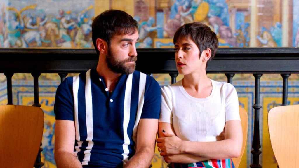 Jon Plazaola y María León en 'Allí abajo'.