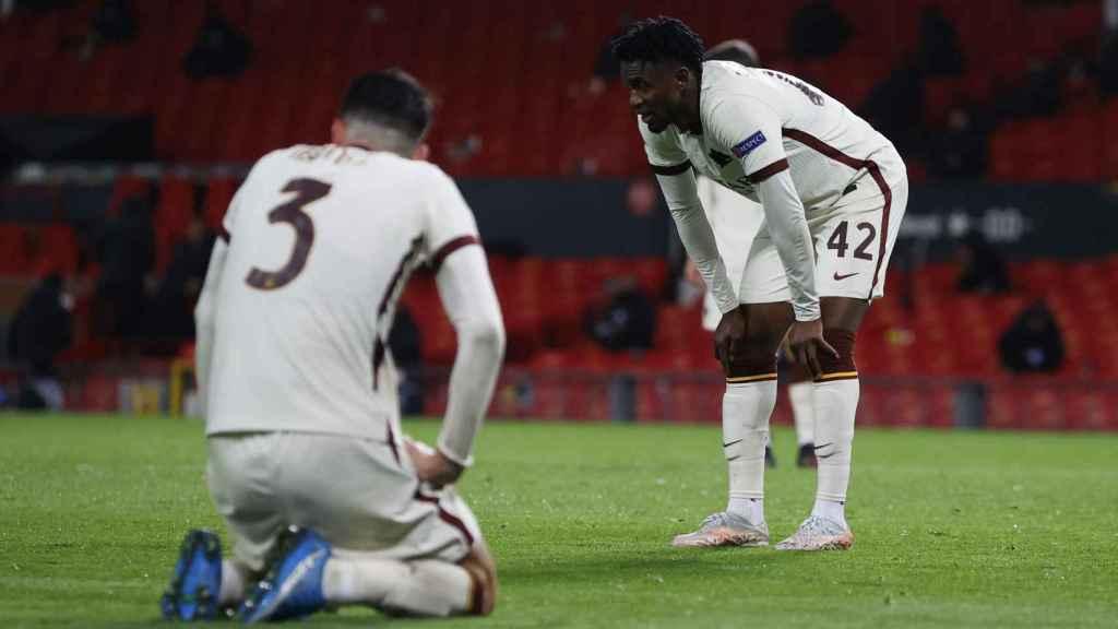 Los jugadores de la AS Roma, durante el partido de ida de semifinales de Europa League ante el Manchester United