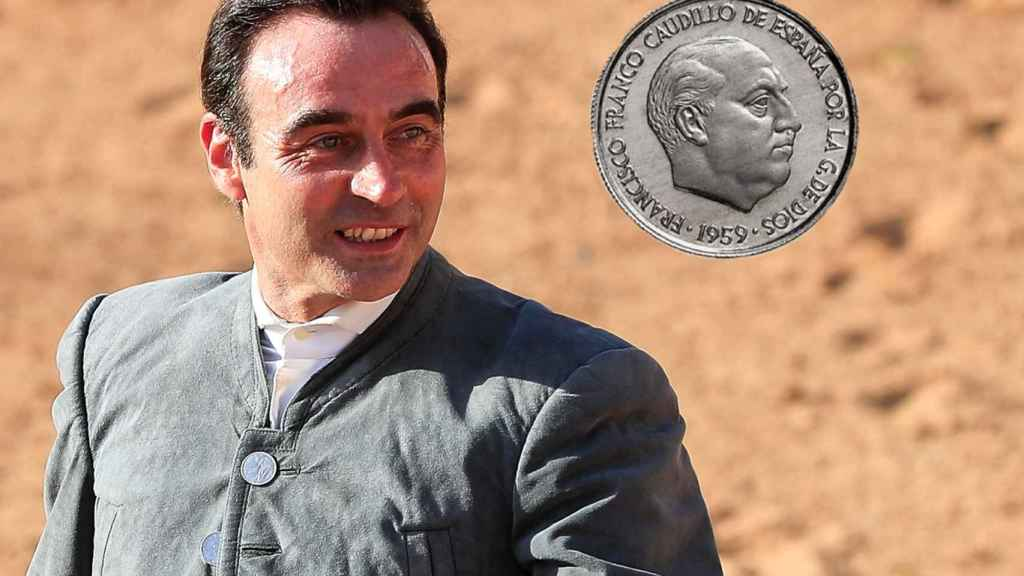 Enrique Ponce en montaje de JALEOS junto a una moneda de Franco.