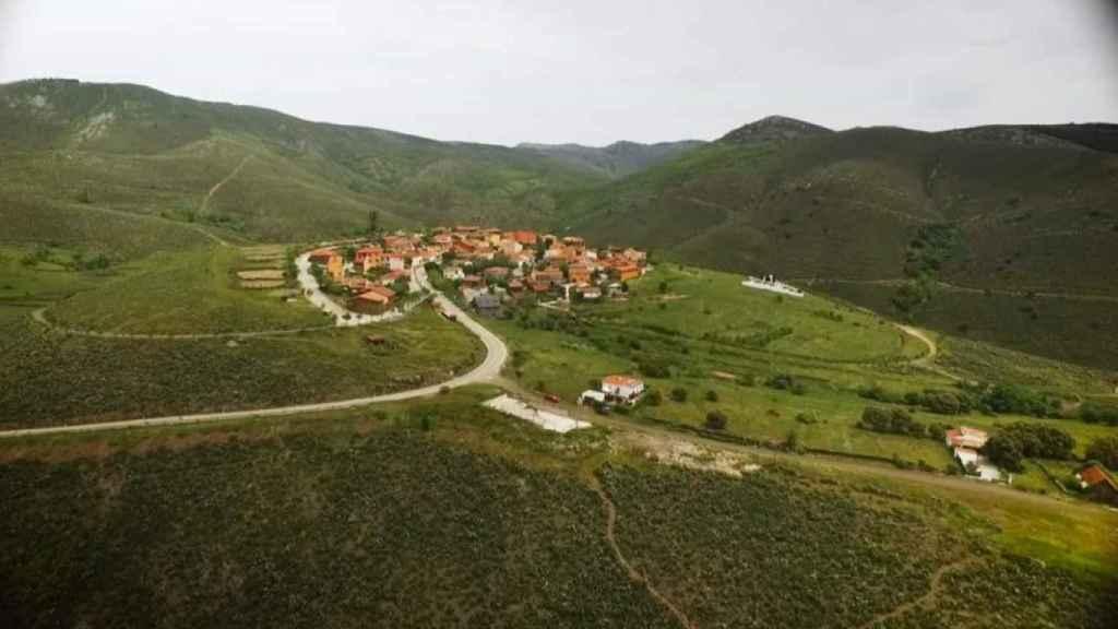 Vista aérea de El Atazar, municipio de la Sierra Norte de Madrid.