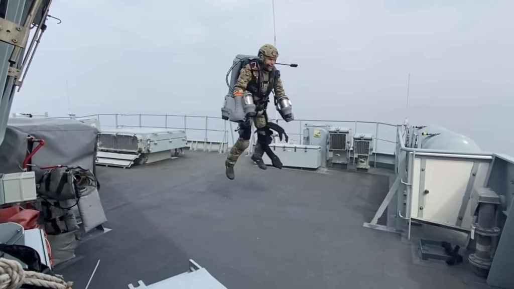 El Jet Suit despegando