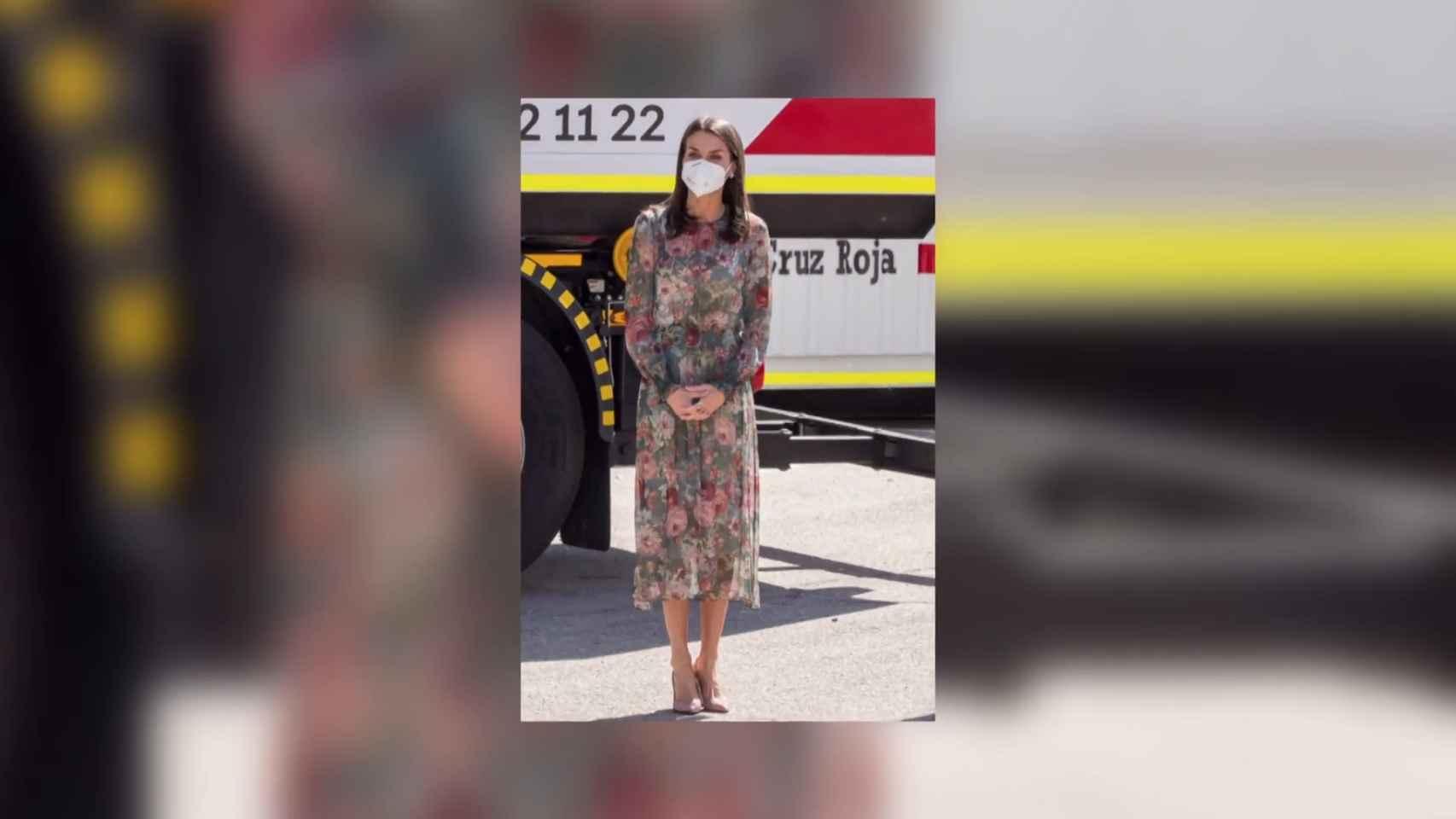 La Reina Letizia recupera uno de sus mejores looks, su delicado vestido midi de flores
