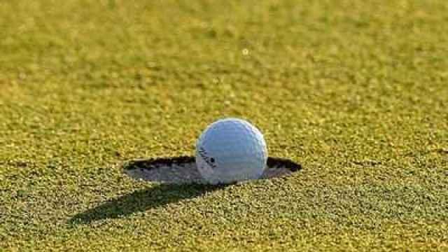 Bola y hoyo de golf