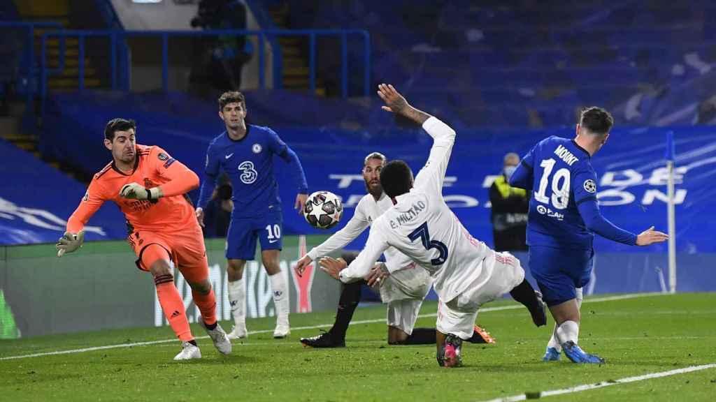 Mason Mount remata y marca el segundo gol del Chelsea ante el Real Madrid