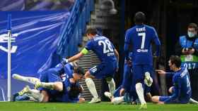Los jugadores del Chelsea celebran el segundo gol al Real Madrid