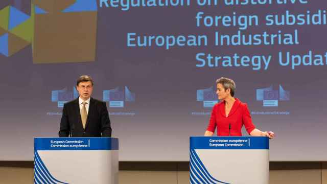 Valdis Dombrovskis y Margrethe Vestager, durante su rueda de prensa de este miércoles