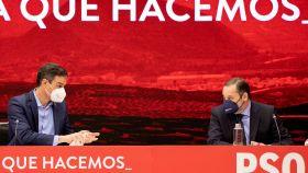 Pedro Sánchez y José Luis Ábalos, durante la última reunión de la Ejecutiva del PSOE.