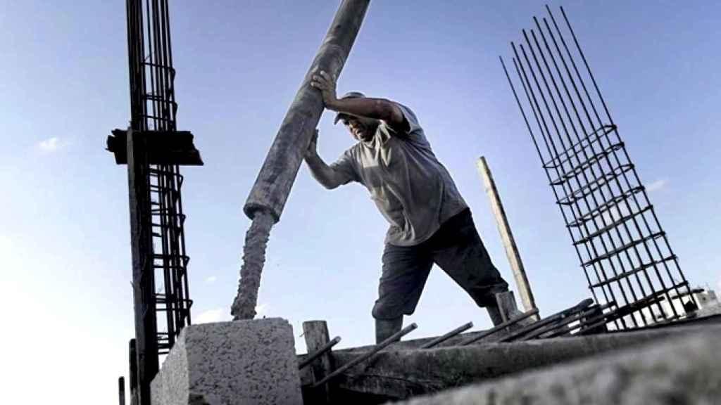 Imagen de archivo de un obrero de la construcción en España.