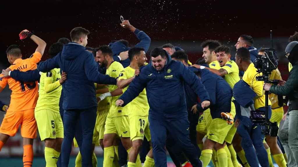 Los jugadores del Villarreal celebran el pase a la final de Europa League