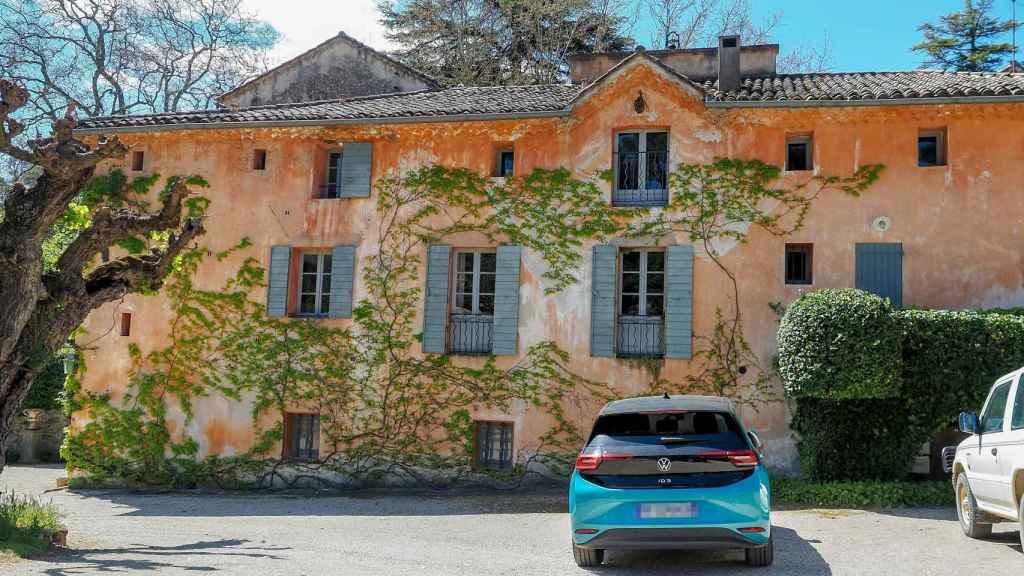 La casa principal destaca por su estética rural.