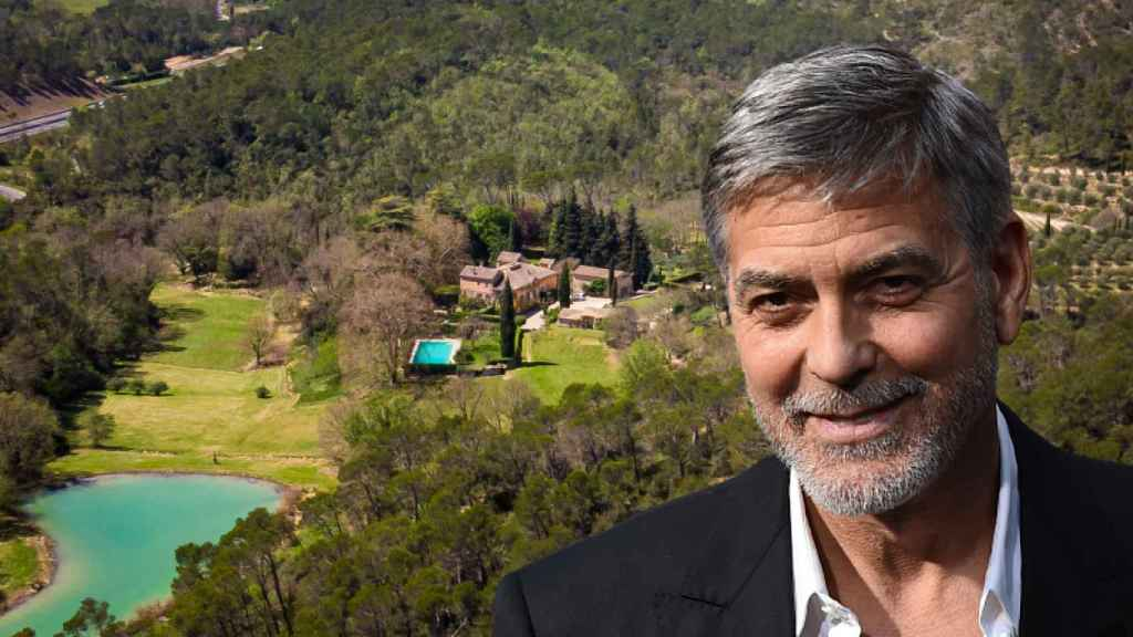 George Clooney y la finca que pretende comprar en Francia, en un fotomontaje de JALEOS.