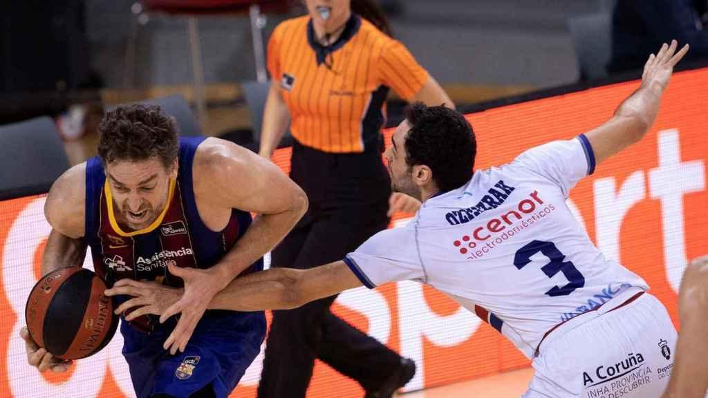 Pau Gasol (Barça) atacando ante Obradoiro