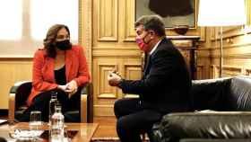 Ada Colau, alcaldesa de Barcelona, con Joan Laporta, presidente del FC Barcelona