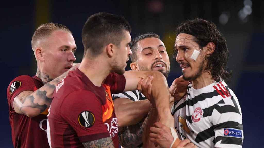 Conato de tangana entre la Roma y el Manchester United