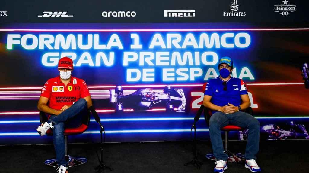 Carlos Sainz y Fernando Alonso en rueda de prensa en el GP de España