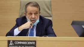 El Defensor del Pueblo en funciones y Adjunto Primero, Francisco Fernández Marugán, minutos antes de comparecer en el Congreso