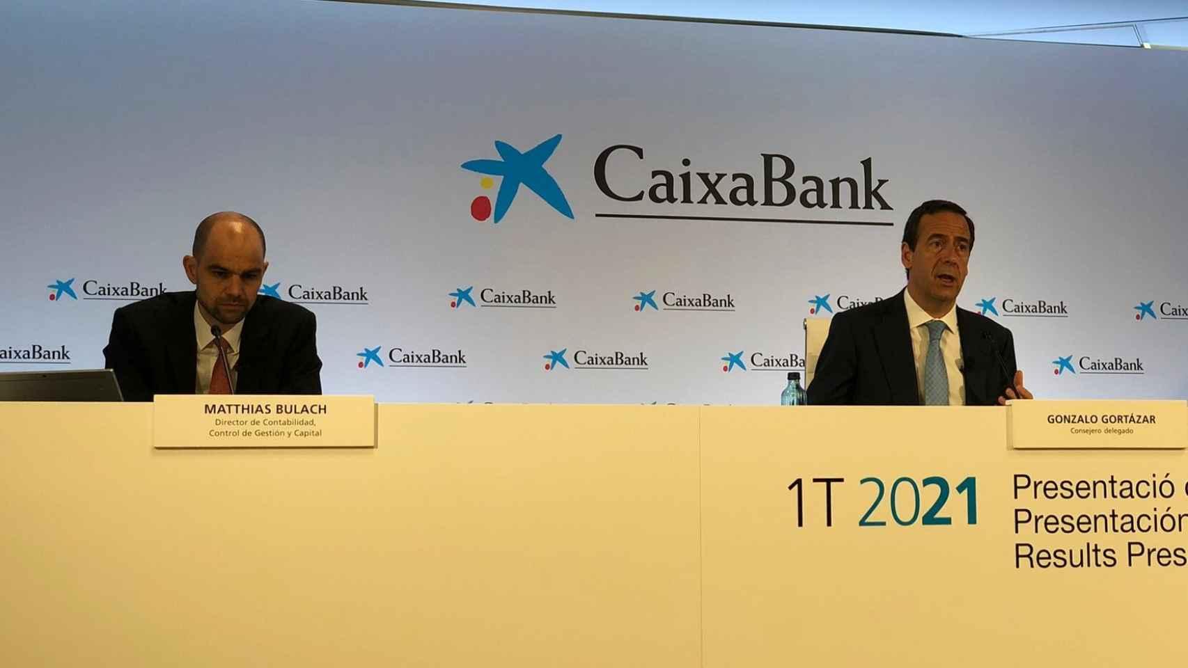 Matthias Bulach y Gonzalo Gortázar, durante la presentación de resultados del primer trimestre. EE
