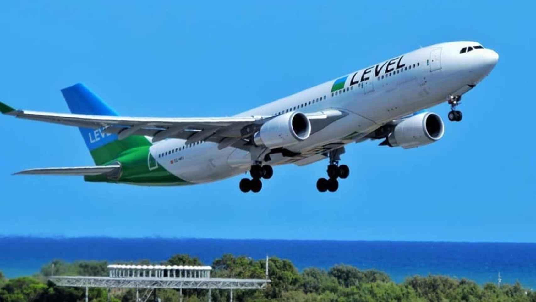 La caída de Norwegian reactiva a Level (IAG), la única aerolínea superviviente al largo radio 'low cost'