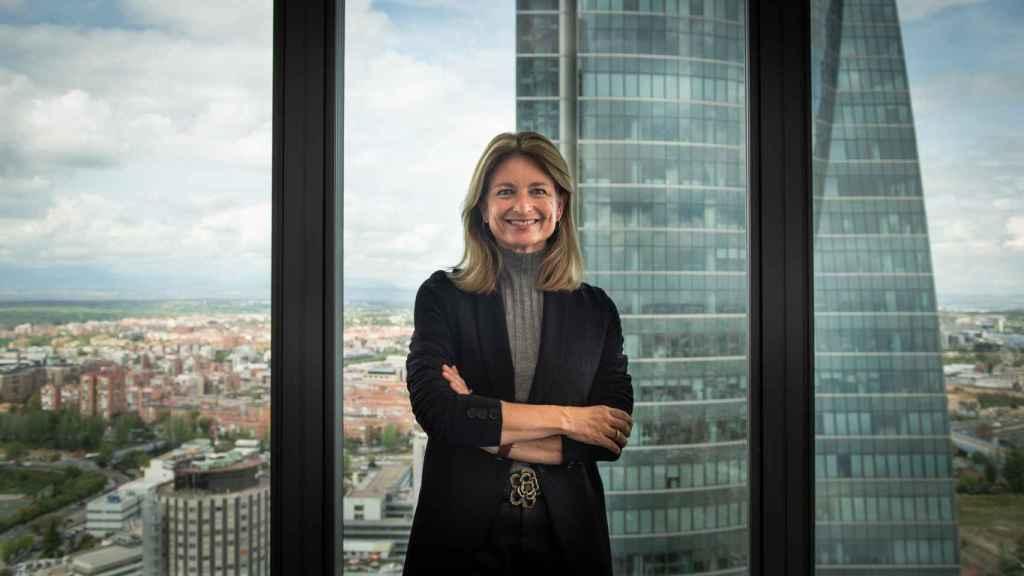 Laura Ros, directora de Volkswagen España, en su sede en las Cuatro Torres de Madrid.