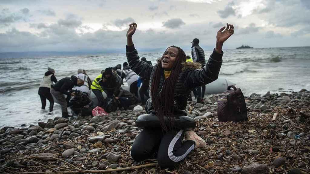Un grupo de inmigrantes llega a la isla griega de Lesbos.
