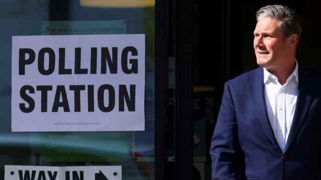 Keir Starmer, el líder del partido laborista, tras ir a votar.
